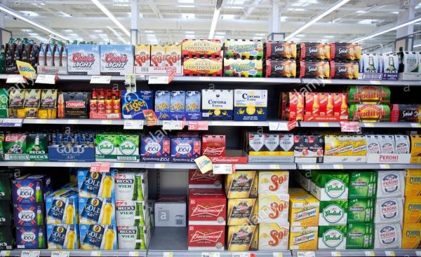 supermarket-beer-shelves-england-uk-CED7N8